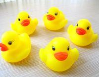 son de canard en caoutchouc achat en gros de-100pcs / lot gros mini canard en caoutchouc canard de bain en PVC avec son canard flottant livraison rapide plage de nage