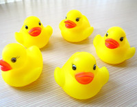 Wholesale Wholesale Ducks - 100pcs lot Wholesale mini Rubber duck bath duck Pvc duck with sound Floating Duck Fast delivery Swiming Beach
