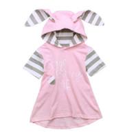 kleines mädchenkleid entwirft sommer großhandel-Sommer Striped Kleid für kleine Mädchen Kaninchen Ohren Design Rosa Kapuzenkleider Kinder Kinder Baumwolle Kurzarm Buchstabe A-Linie Kleid Hoodies