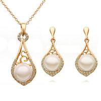 Wholesale Middle Pearls - Pearl Necklace Earrings Sets Hollow and elegant Jewelry Set gold wedding Crystal Rhinestone Earrings Necklace Set G100