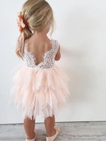 2018 Adorable Flower Girl Dresses Bianco Rosa Knee Lunghezza Girls First Comunione Vestito Sheer Back Compleanno Dress Party per Bambino Infant