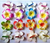 clip plumeria hawaïen achat en gros de-30% de réduction 2015 nouveaux 60 pcs / grand couleur mélangée pince à cheveux fleur de Plumeria fleur Hawaiian Frangipani 9cm