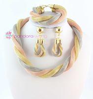indischer halsketten-ohrring-set großhandel-Nagelneuer Großhandelsqualitäts-indische Schmucksache-Satz-drei Farben-Gold überzogene klumpige Halsketten-Armband-Ohrringe, die Schmucksachen Wedding sind