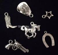 charmes d'armes achat en gros de-Argent Vintage Ensemble Chapeau De Cowboy Horseshoe Horse Star Gun Alliage Flottant Médaillon Charmes Pendentifs Pour Bracelet Bijoux Filles Bijoux 200PCS Q618