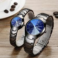 bande de tungstène achat en gros de-Couple de montres de couleur acier de tungstène étanche à l'eau double montre à quartz calendrier hommes et femmes en acier bande