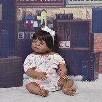 ingrosso pelle giocattolo realistica-Bambola Reborn da 23 pollici da collezione Full Body Silicone 57cm Realistica pelle nera Baby Doll Girl Kid Regalo di compleanno Giocattolo per bambini falso