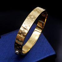 top armbänder für männer großhandel-Hochwertiger Markenname 316L Titan Stahl Armreif mit schwarzer Farbe für Mann Armband in 5,7 * 4,9 cm Mode Hochzeit Schmuck Geschenk PS6260A