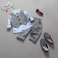 resmi kıyafet çocuğu toptan satış-2019 bebek tasarımcı Erkek Düğün Giysileri Çocuklar Resmi Takım Elbise Erkek Gömlek + yelek + Pantolon Kıyafetler bebek giyim seti Çocuk Giyim Seti