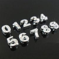 números de diapositivas de diamantes de imitación al por mayor-50PCS 8mm Half Rhinestone Silver Numbers Encantos de diapositivas Beads planas DIY 8mm Pulseras Pulseras, Correas de cinturón Nombre de la mascota Collar