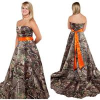 vestidos laranja camo venda por atacado-Modest Camo do vestido de casamento com a Orange Sash Strapless Corset Voltar Plus Size Camo temático Forest Country Camouflage vestidos de noiva baratos