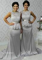 más el tamaño de vestidos de dama de honor al por mayor-2019 Barato Gris Encaje Peplum Vestido de dama de honor Largo Jardín de campo Fiesta de bodas formal Invitado Dama de honor Vestido más tamaño por encargo