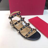 espadrille mulheres venda por atacado-2019 novo design de luxo das mulheres populares plana rebite alpercatas sapatos casuais sandálias de couro chinelos plana flip flop tamanho grande 41 42 com caixa