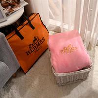 mantas tamaño king al por mayor-Manta de lujo clásico del estilo de la moda Marca color rosado bordado color sólido Mantas suave de alta calidad libre de textiles para el hogar Sgipping
