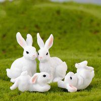 mini-fee garten tiere großhandel-Weiße Kaninchen Familie Osterhase Puppe Ornament Spielzeug Miniatur Tiere Zubehör Fee Garten Dekoration Moos Micro Landschaft Material DIY