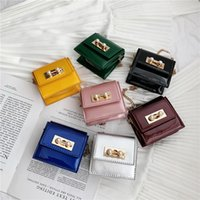 monederos de perlas al por mayor-Los más nuevos Niños Bolsos de Diseño Chicas Coreanas Mini Princesa Monederos Cadena de Moda Bolsas cruzadas Encantadoras Bolsos de Perlas de Charol Niñas Regalos