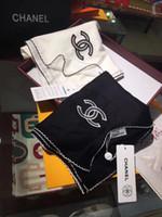 белый вышитый шарф оптовых-Новый высококачественный женский осенне-зимний кашемировый шарф 2019-это элегантный красивый черно-белый монохромный вышитый платок 90*210см