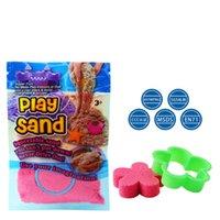 brinquedo de areia mágica venda por atacado-Jogar areia com 1 modelo interior magia colorido argila crianças aprendendo brinquedos educativos presente de natal diy 100 g / saco