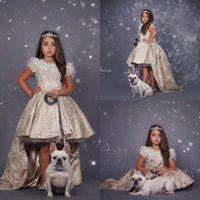 robes de fillette à plumes achat en gros de-2019 robes de demoiselle d'honneur à fleur de cou bijou plume Boho robes de première communion pour petite fille à manches courtes A-Line Girls Pageant