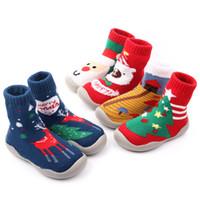 zapatos de bota de ganchillo al por mayor-Zapatos del niño del piso calcetines de Navidad de Santa Claus ciervos muñeco de nieve bordado del ganchillo del bebé botas de goma de los niños las plantas del pie zapatos de tacón alto M531