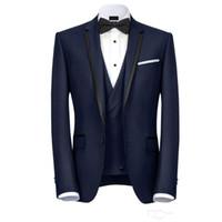 tek düğmeli groomsmen yelek toptan satış-Lacivert Tasarımcı Erkek Takım Elbise Bir Düğme Groomsmen Düğün Smokin Ceket Ile Yelek Ve Pantolon Çentikli Yaka Damat Takım Elbise Ucuz Balo Blazers