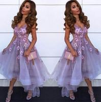 yüksek boyun mezuniyet elbiseleri toptan satış-Lavanta V Boyun Tül A Hattı Mezuniyet Elbiseleri 2019 Arapça Dantel Aplike Yüksek Düşük Prenses Kısa Balo Parti Mezuniyet Elbiseleri
