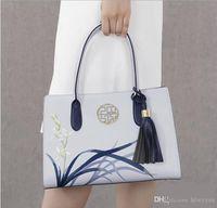 bolsa de couro azul claro venda por atacado-Pmsix 2017 Novo Designer de Bolsas Femininas de Couro Dividido Bordado Borla Bolsas E Bolsas Luz Azul Senhoras Sacola P120053