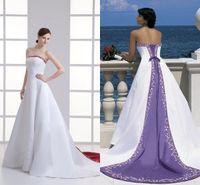 robes de ligne brodées achat en gros de-Une ligne magnifique robes de mariée blanches et violettes délicates pays brodé rustique fantaisie robes de mariée gothique unique robes sans bretelles