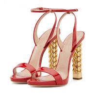 yeni stil altın ayakkabı topuklu toptan satış-Yeni Kırmızı Patent deri Yüksek Topuk Sandalet Kadın Ayak Bileği Toka Askı Pist Ayakkabı Altın Zincir Garip Stil Topuk sandalia Feminina