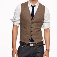 erkek giyim düğün yelek toptan satış-Vintage Kahverengi Tüvit Yelek Yün Balıksırtı Damat Yelekler İngiliz Tarzı Erkek Takım Elbise Yelek Slim Fit Erkek Elbise Yelek Özel Düğün yelek