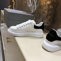 party königin schuhe großhandel-New Alexanders Designer Men Queens Freizeitschuhe Mens Womens Fashion Sneakers Party Plateauschuhe Velvet Chaussures Sneakers