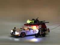 filmes educativos venda por atacado-75828 16032 série de filmes os ghostbusters ecto 1 2 diy conjunto de luz led brinquedos educativos tijolo compatível iegopset