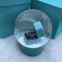 decoraciones de amigos al por mayor-Regalo clásico de moda para la novia T sytle globo de cristal de lujo con anillo decoración de la marca marca Transparcy T globo de nieve VIP regalo con caja