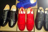 nuevos zapatos de vestir de gamuza al por mayor-NUEVO 2019 Zapatillas de deporte de diseñador Zapato con fondo rojo Pico de ante de corte bajo Zapatos de lujo para hombres y mujeres Zapato de fiesta Cristal de boda Zapatos de vestir de cuero