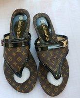 zapatillas de mujer grandes al por mayor-2019 mujeres de la marca sandalias zapatos de diseñador de gran tamaño sandalias de lujo sandalias de moda de verano ancha plana resbaladiza con sandalias chanclas zapatillas