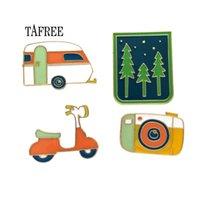 arabalar için rozetleri toptan satış-Tafree orman, kamera, electrombile, araba rozeti renkli emaye yaka iğnesi moda broş alaşım takı çantası pins up lp182