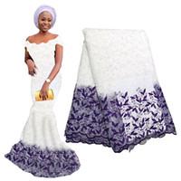 tela de encaje africano voile al por mayor-La tela de encaje neta africana blanca más nueva pura para el vestido de boda Encaje nigeriano bordado Cordón suizo de la gasa en Suiza con cuentas