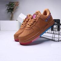 zapatos de color marrón al por mayor-Nuevo Color 1 zapatillas de deporte para hombres mujeres blancas negras entrenador mujeres para hombre de Brown azul clavada 1 deportes de las zapatillas de deporte zapatos al aire libre de atracciones Pa