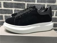 sapatos de vestido quente venda por atacado-Hot New Black Velvet Womens Chaussures Mens sapatos bonito Platform Casual Sneakers Luxo Designers Sapatos de couro Cores sólidas Sapato