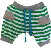 pantalones verdes para niños al por mayor-WNLEIGEL 2017 verano niños niñas pantalones cortos niños patrón de ballena rayada pantalones casuales bebé moda rojo verde ropa de moda 2-9T