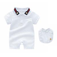 kaliteli bebek kıyafetleri toptan satış-Bebek romper Yaz çocuklar tasarımcı sevimli bebek yaka yüksek kalite pamuk kısa kollu ekose romper + önlükler Set Giyim