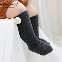 meias de joelho cinza venda por atacado-Bebê Pom Pom Socks Meninas Meninos Joelho Alto Estilo espanhol Preto Grey Light Gray Socks