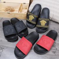 erkekler için beyaz terlik toptan satış-Sıcak marka Erkekler Plaj Slayt Sandalet Scuffs Terlik Erkek siyah beyaz kırmızı Altın Plaj Moda slip-on tasarımcı sandalet EN IYI KALITE G7.6