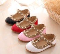 niños zapatos de princesa verde al por mayor-Niños calientes Princesa Zapatos planos Niños Niñas Remaches Zapatos individuales Niños Zapatos de cuero de las muchachas sandalias niña