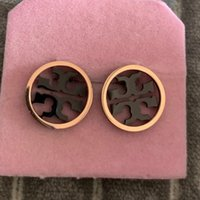 roségold hochzeit modeschmuck großhandel-Modemarke schmuck ohrstecker 18 Karat rosé vergoldet edelstahl schlüsseloberteil Brief runde Ohrringe Für Frauen hochzeit Schmuck geschenk