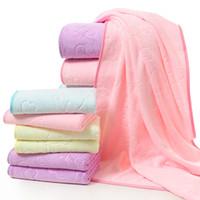 suaves toallas amarillas al por mayor-Bear Relieve Toalla de baño Bebé Espesar Manta de absorción de agua Fibra de poliéster Suplementos diarios suaves Azul Amarillo 13 8qh C1