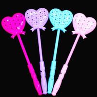 ingrosso giocattolo di plastica della bastone di plastica-LED Light Sticks Hollowing Flash Stick Plastic Vocal Concert Giochi illuminati Heart Lady Fashion Girl 1 4mw D1
