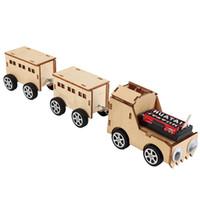 mini tahta trenler toptan satış-Yaratıcı Ahşap Tren Elektrikli DIY Teknolojisi Mini-üretim Buluş Çocuk bilim Deneyleri Ekleme Oyuncaklar