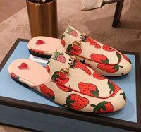 плоская обувь для кошек оптовых-Натуральная кожа Женские тапочки Клубника Женские кошки в форме гнезда Тапочки Обувь на плоской подошве Черный Фирменный чехол Toe Loafer Shoes Большая повседневная обувь sa8