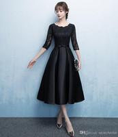 vestidos de dama de honor de encaje negro modesto al por mayor-Nuevo vestido corto de dama de honor negro modesto con medias mangas de encaje satinado Longitud de té vintage Vestido de fiesta de boda modesto modesto personalizado