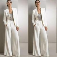 ingrosso abiti modesti bianchi più di formato-2019 Modest White Three Pieces Mother Of The Bride Pantalone Silver Sequined Wedding Guest Dress Plus Size Abiti da mamma con giacche